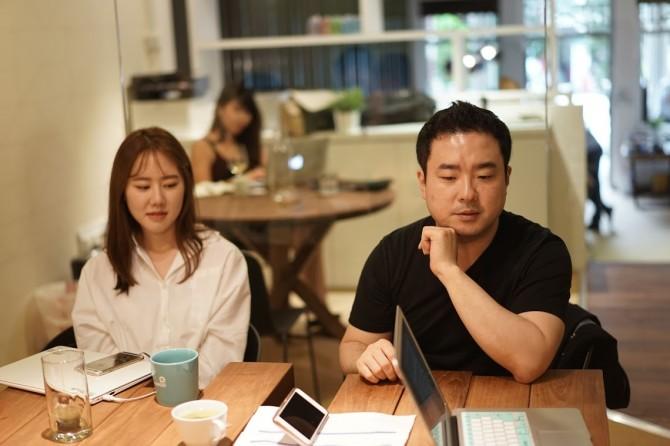 멜리펀트 임재원 부사장(오른쪽)과 빅뱅엔젤스 김다정 매니저(왼쪽) - 최호섭 제공